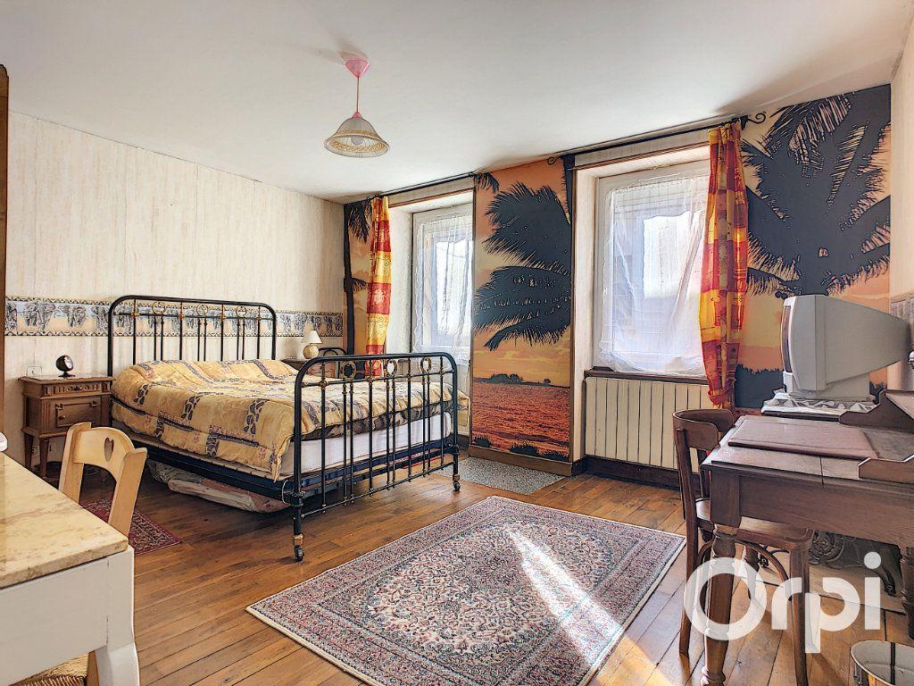 Maison à vendre 5 105m2 à Montaigut vignette-5