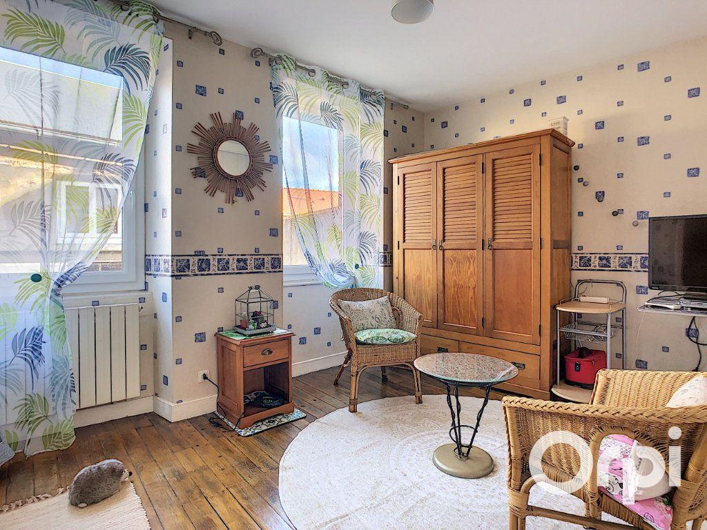 Maison à vendre 5 105m2 à Montaigut vignette-6