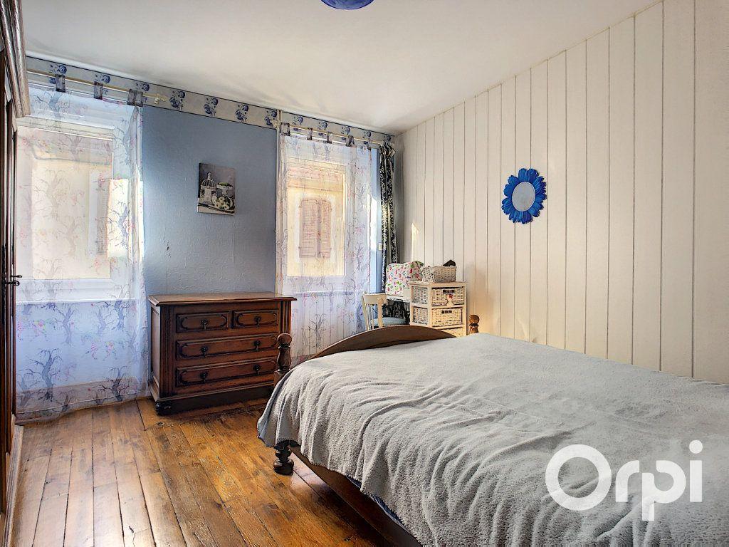 Maison à vendre 5 105m2 à Montaigut vignette-7