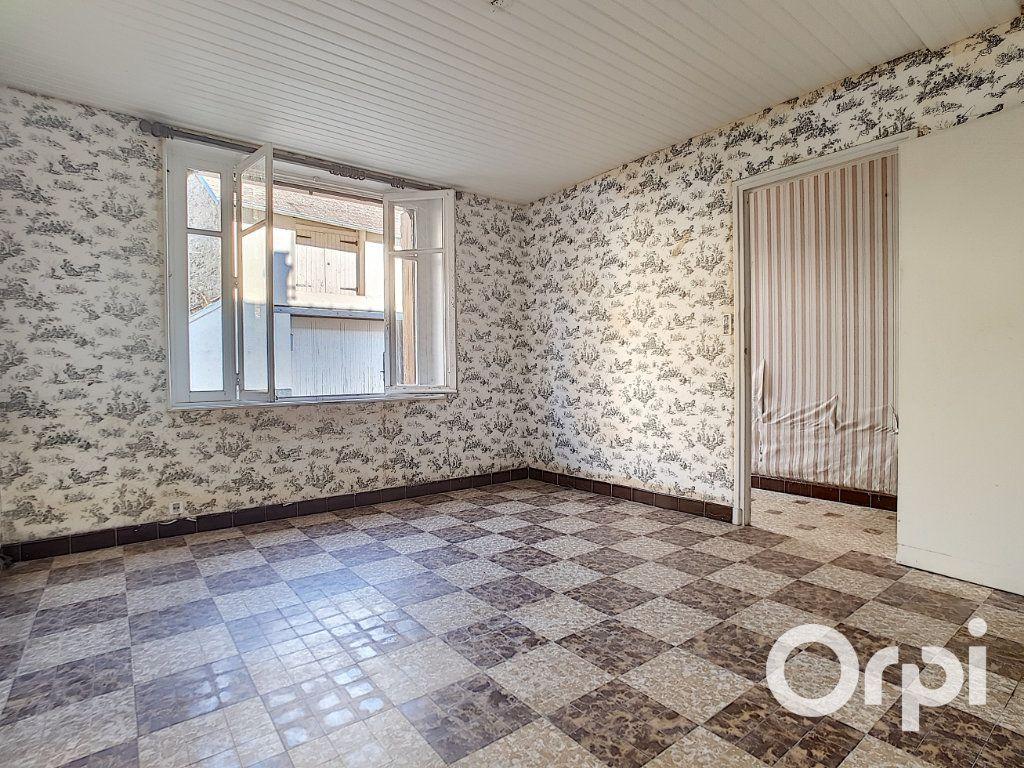 Maison à vendre 5 103.09m2 à Pionsat vignette-3