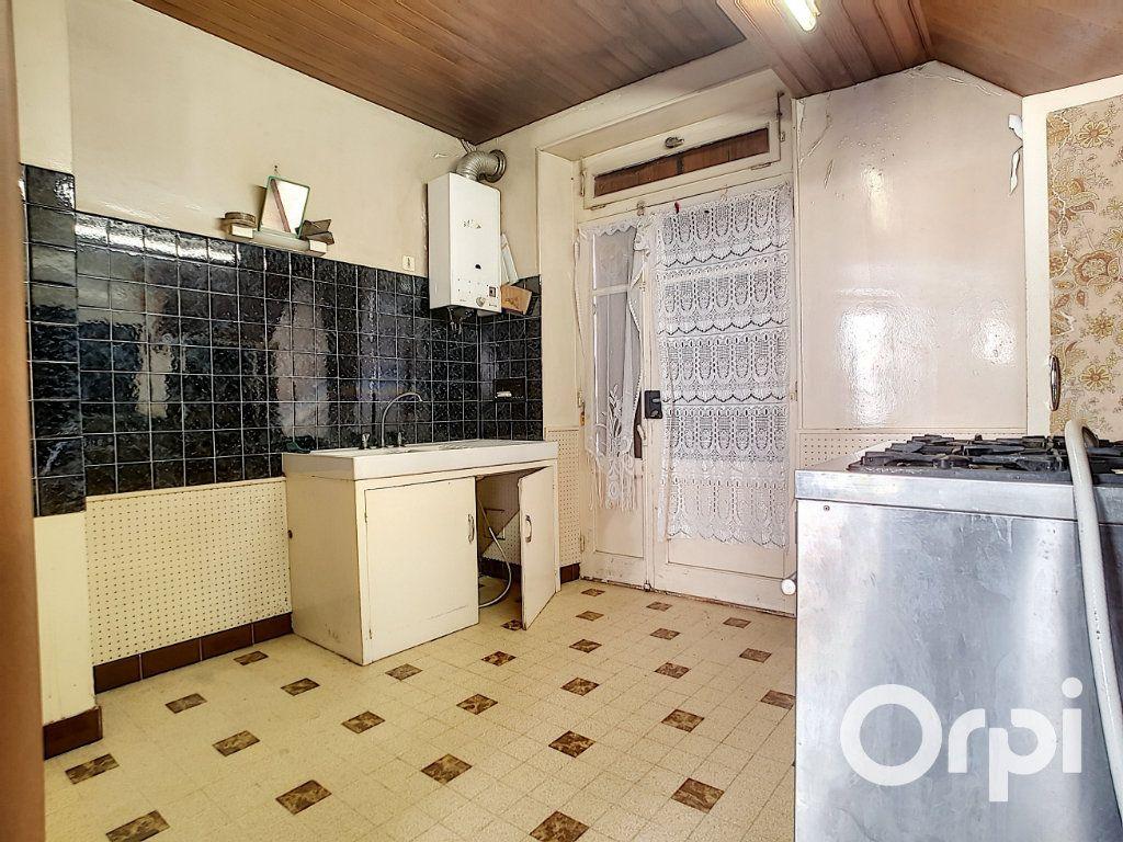 Maison à vendre 5 103.09m2 à Pionsat vignette-5