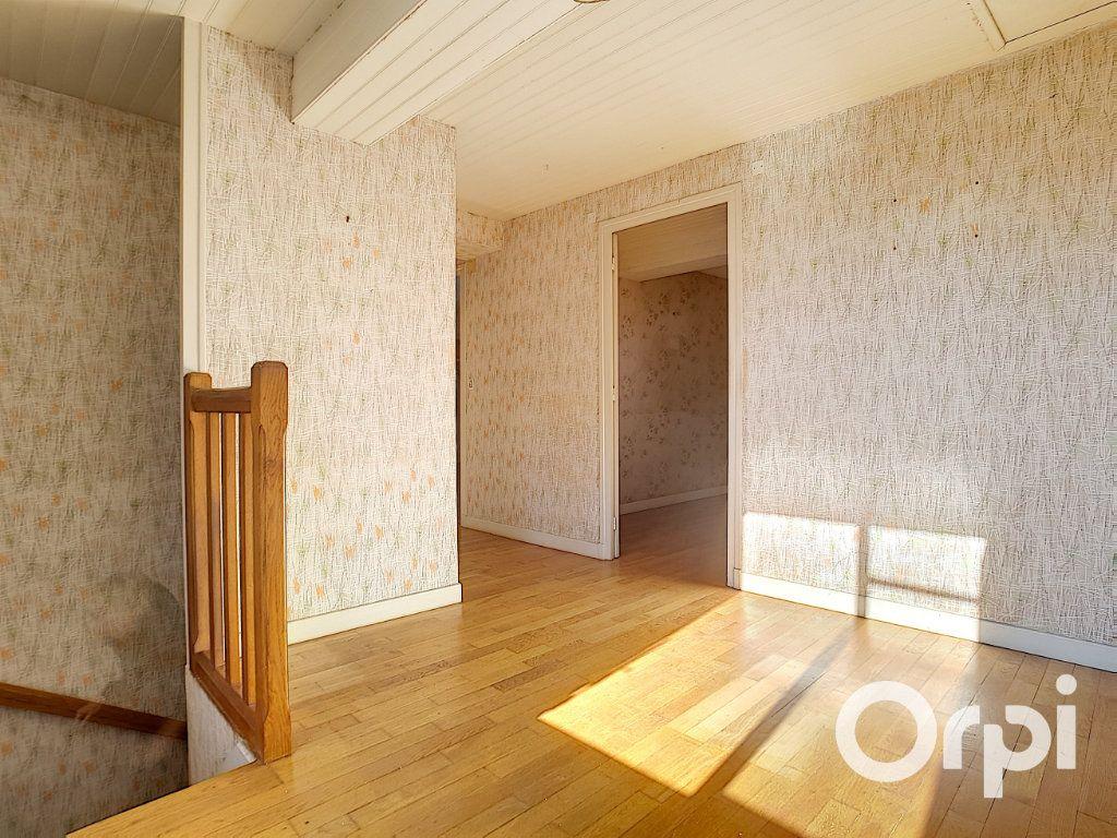 Maison à vendre 5 103.09m2 à Pionsat vignette-9