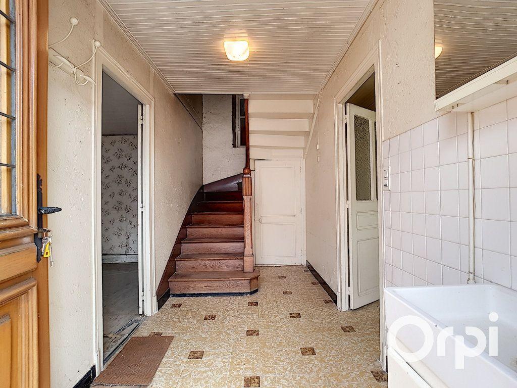 Maison à vendre 6 162.51m2 à Marcillat-en-Combraille vignette-2