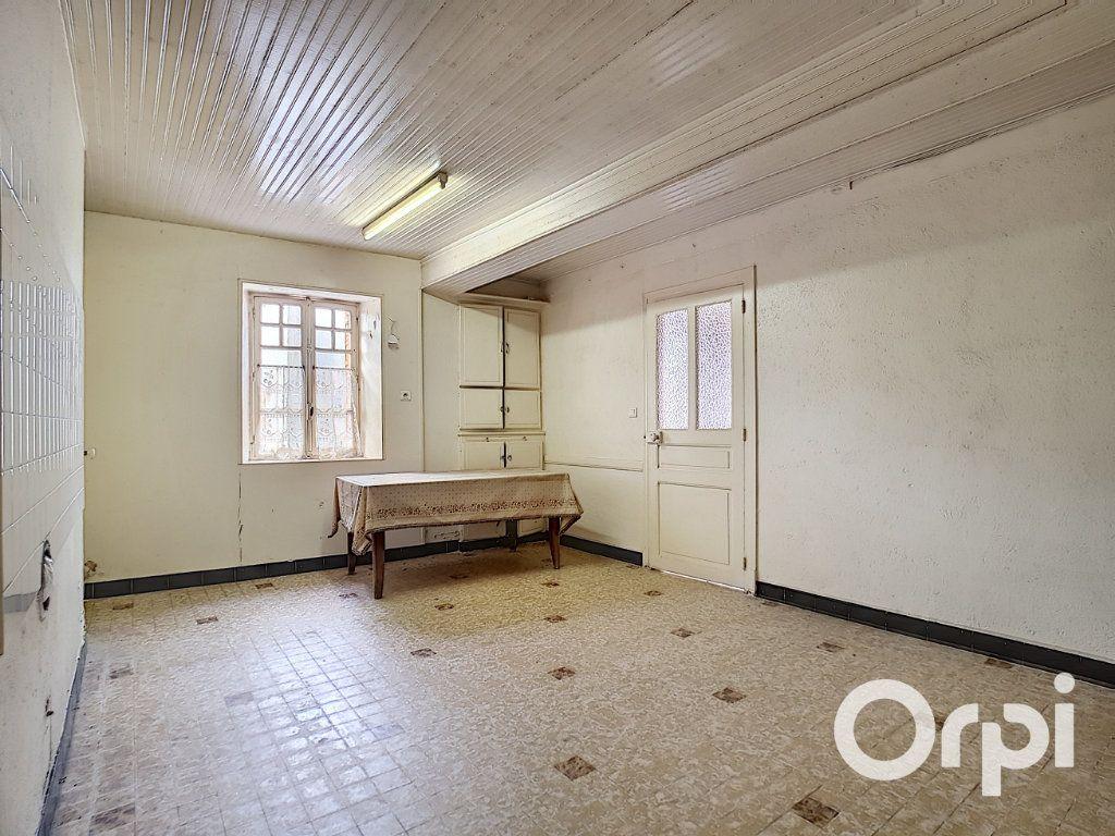 Maison à vendre 6 162.51m2 à Marcillat-en-Combraille vignette-3