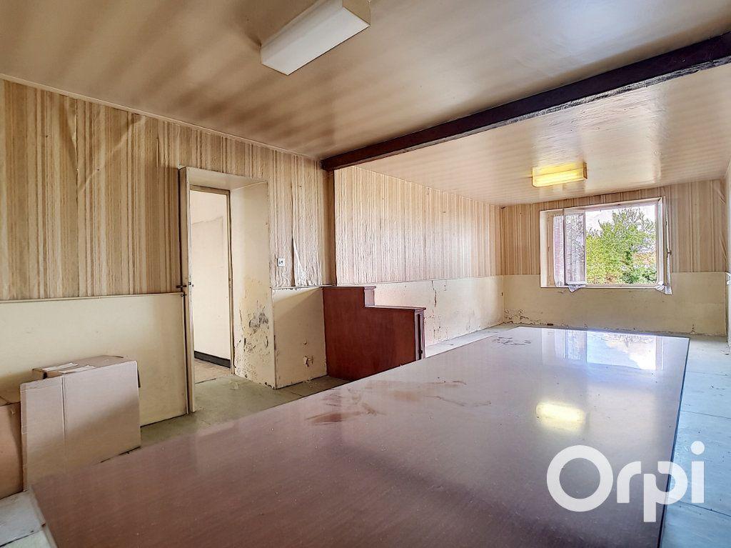 Maison à vendre 6 162.51m2 à Marcillat-en-Combraille vignette-4