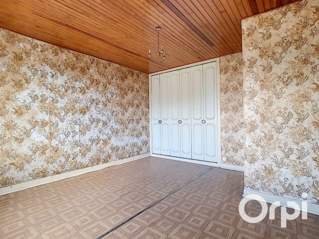 Maison à vendre 6 162.51m2 à Marcillat-en-Combraille vignette-6