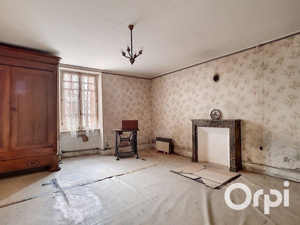 Maison à vendre 6 162.51m2 à Marcillat-en-Combraille vignette-9
