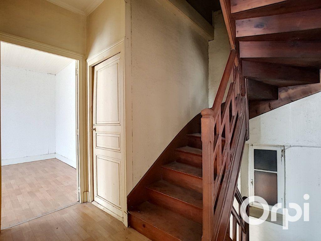 Maison à vendre 6 162.51m2 à Marcillat-en-Combraille vignette-10