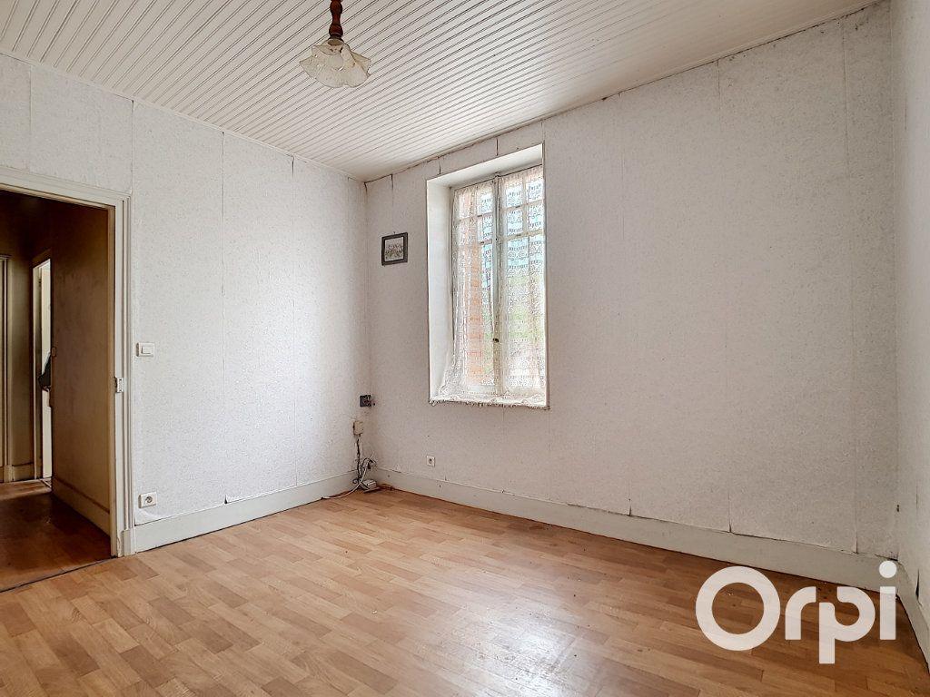 Maison à vendre 6 162.51m2 à Marcillat-en-Combraille vignette-11