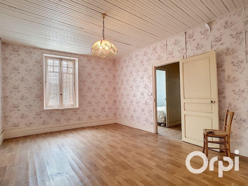Maison à vendre 6 162.51m2 à Marcillat-en-Combraille vignette-12