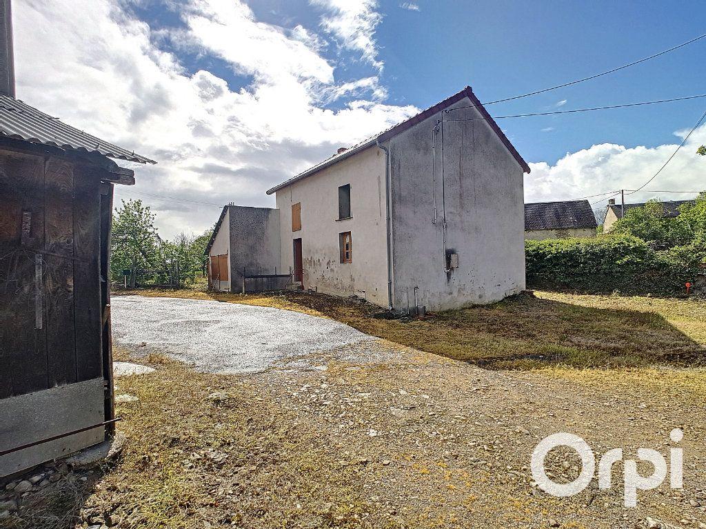 Maison à vendre 6 162.51m2 à Marcillat-en-Combraille vignette-16
