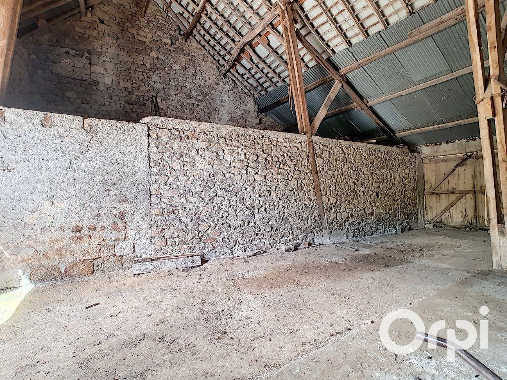 Maison à vendre 6 162.51m2 à Marcillat-en-Combraille vignette-17