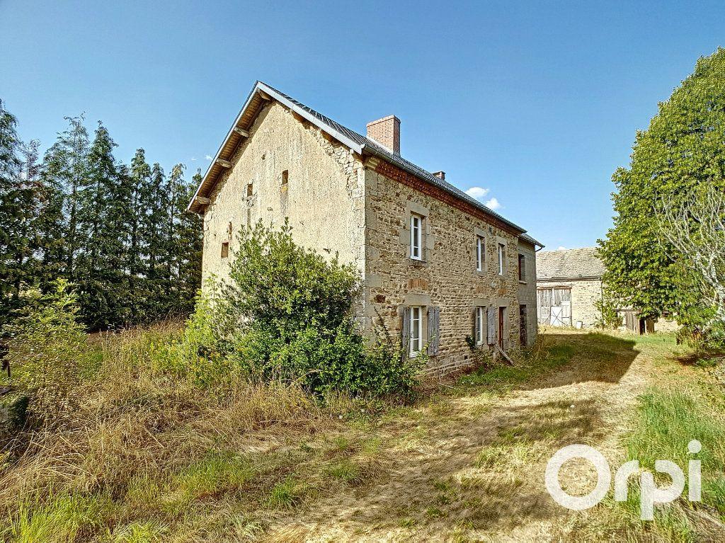 Maison à vendre 3 107m2 à Saint-Maigner vignette-1
