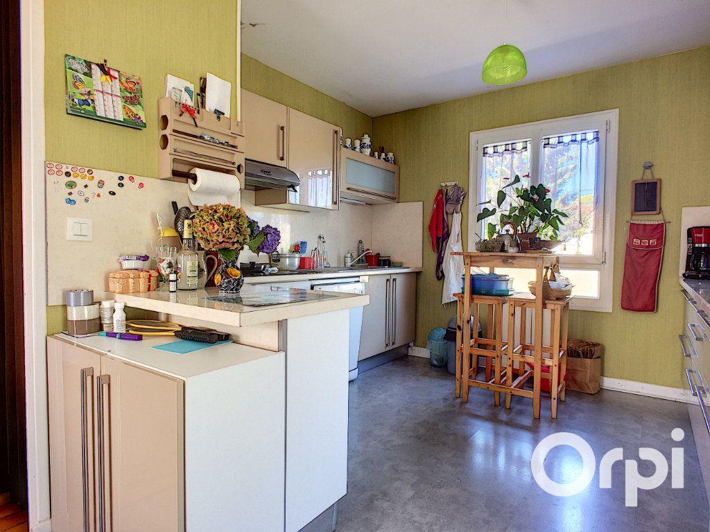 Maison à vendre 4 90m2 à Montel-de-Gelat vignette-5