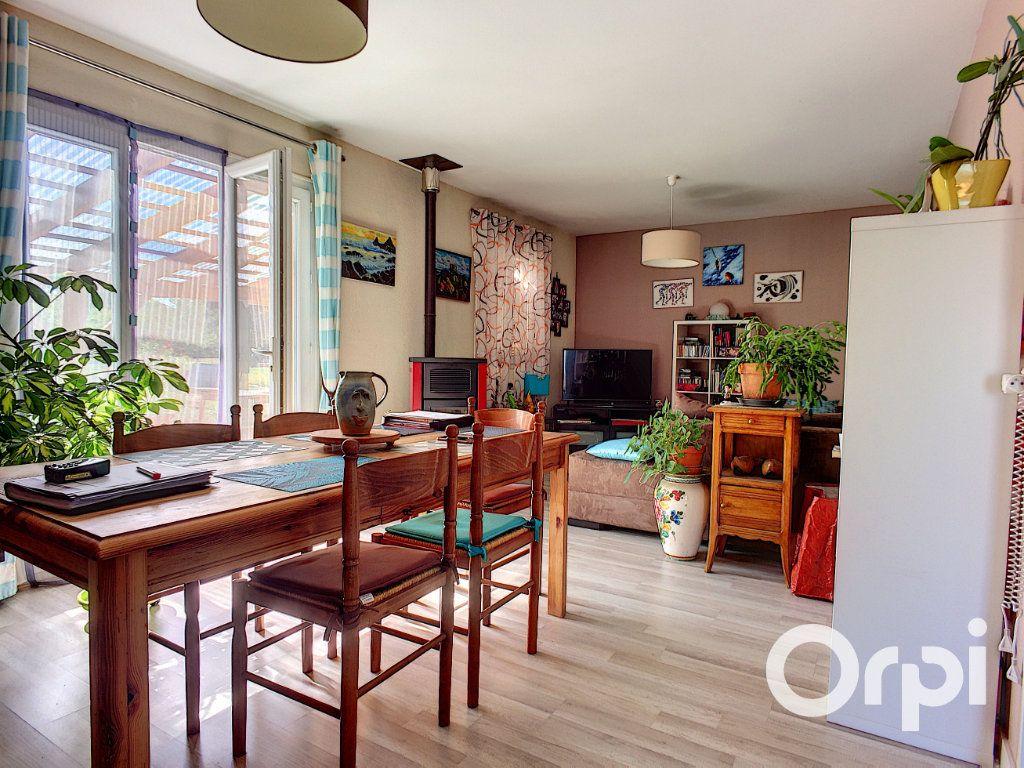 Maison à vendre 4 90m2 à Montel-de-Gelat vignette-6