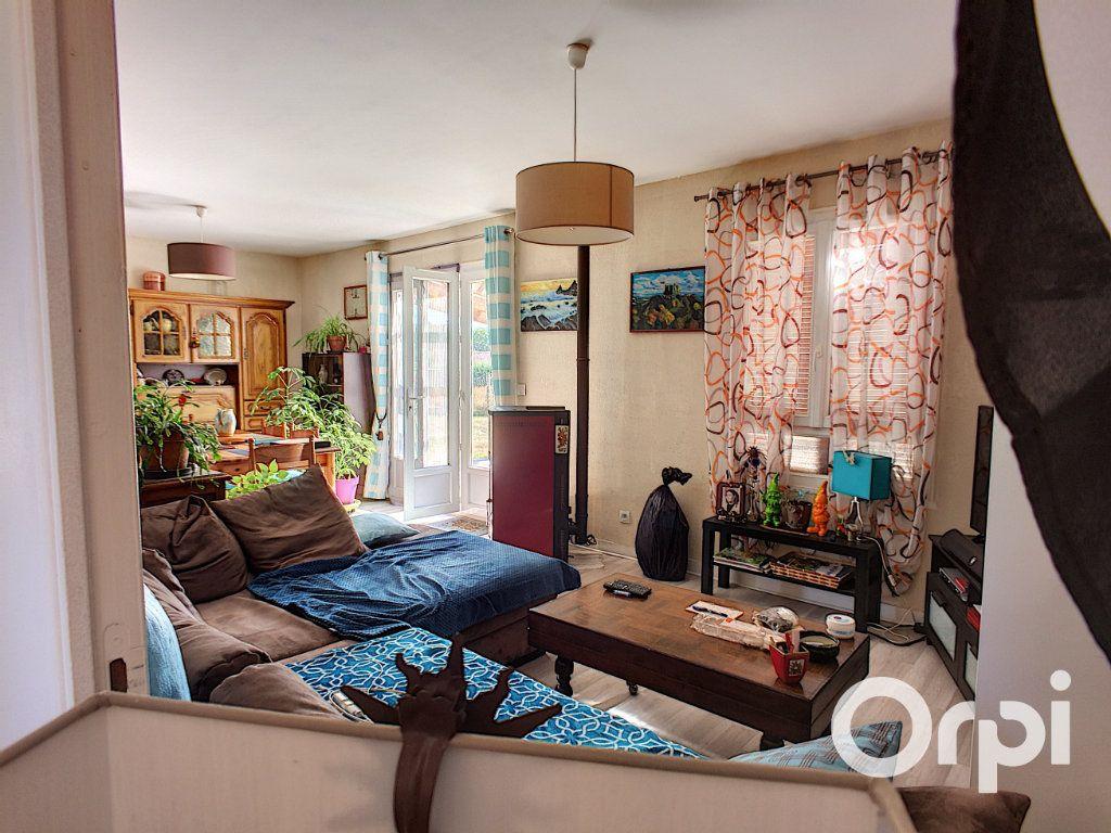Maison à vendre 4 90m2 à Montel-de-Gelat vignette-7