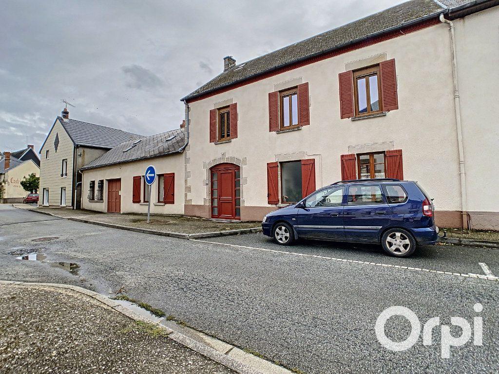 Maison à vendre 6 227m2 à Saint-Gervais-d'Auvergne vignette-1
