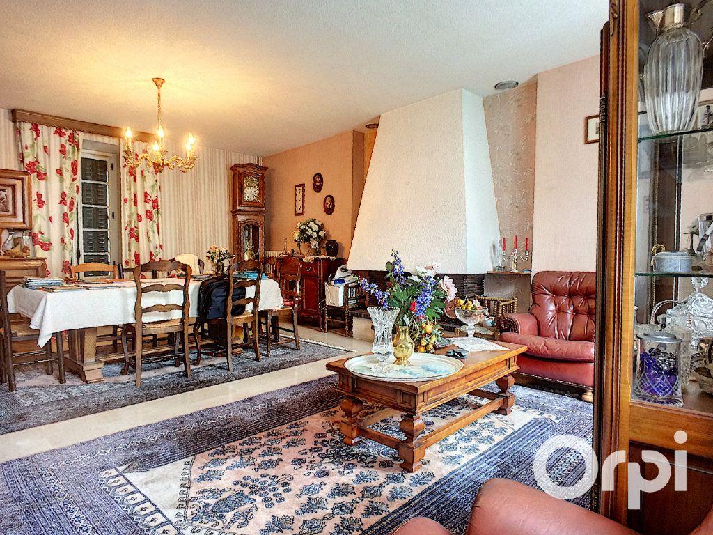 Maison à vendre 7 195m2 à Pontaumur vignette-2