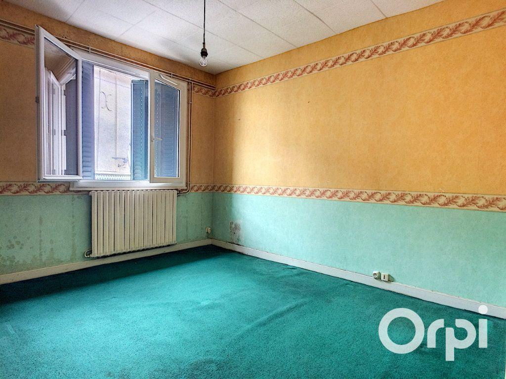 Maison à vendre 6 135m2 à Pontaumur vignette-9
