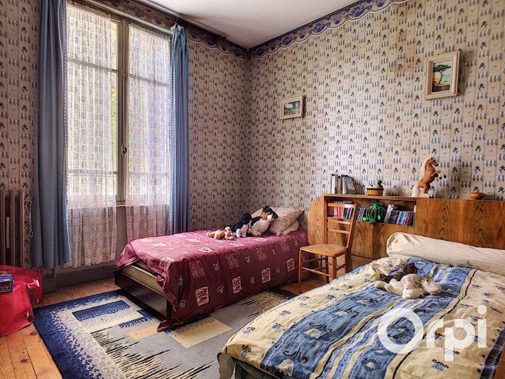 Maison à vendre 6 171.52m2 à Pontaumur vignette-11