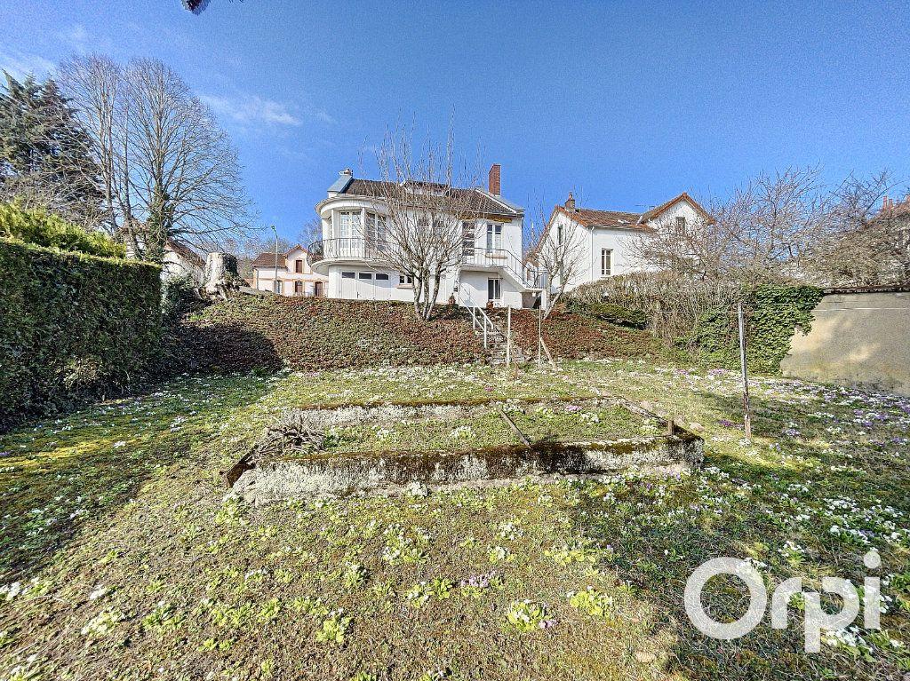 Maison à vendre 8 176.5m2 à Saint-Éloy-les-Mines vignette-3