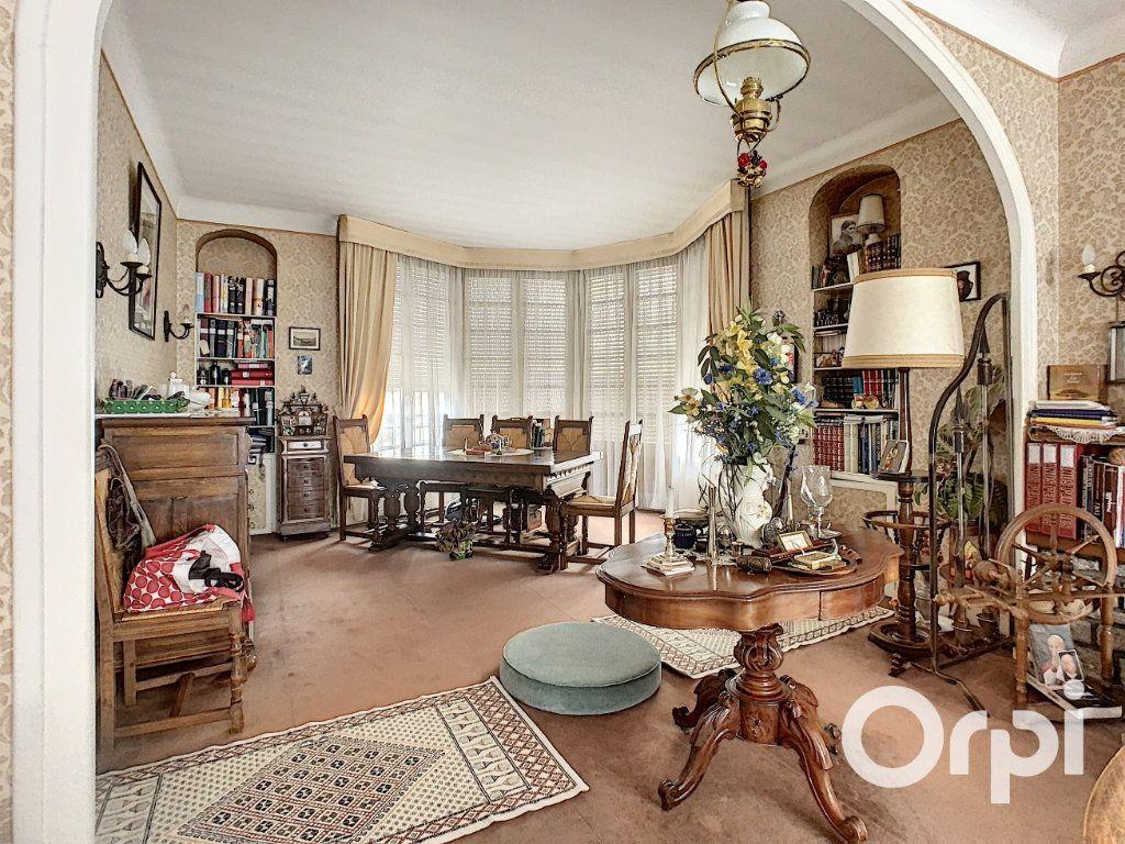 Maison à vendre 8 176.5m2 à Saint-Éloy-les-Mines vignette-5