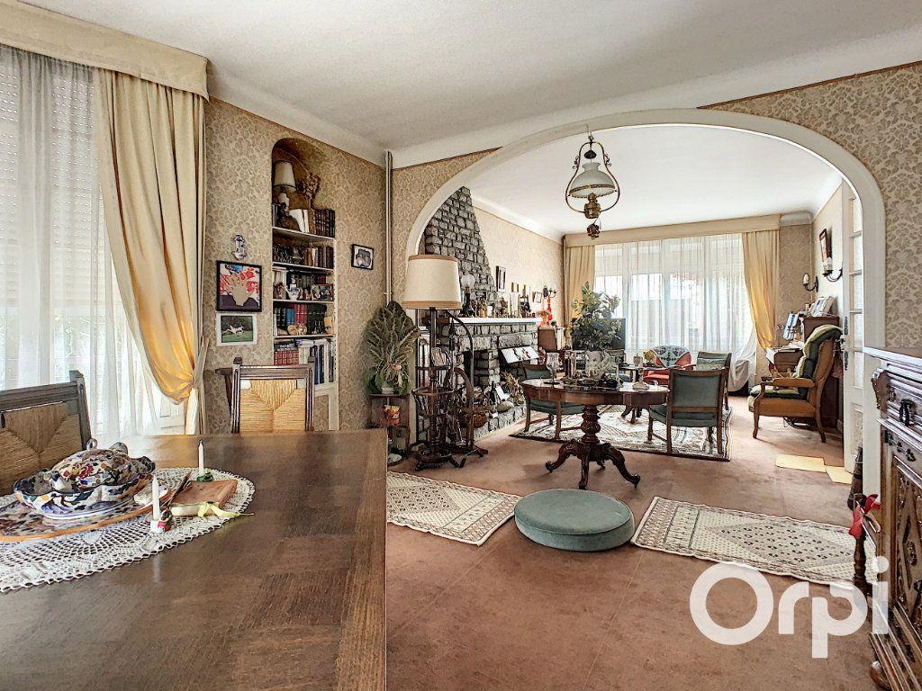 Maison à vendre 8 176.5m2 à Saint-Éloy-les-Mines vignette-6