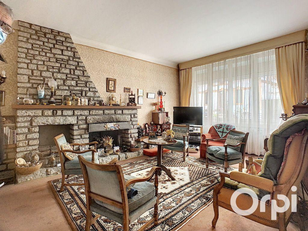Maison à vendre 8 176.5m2 à Saint-Éloy-les-Mines vignette-7