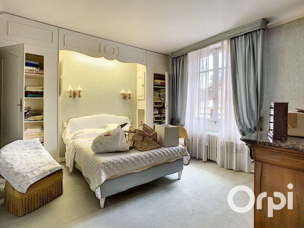 Maison à vendre 8 176.5m2 à Saint-Éloy-les-Mines vignette-8