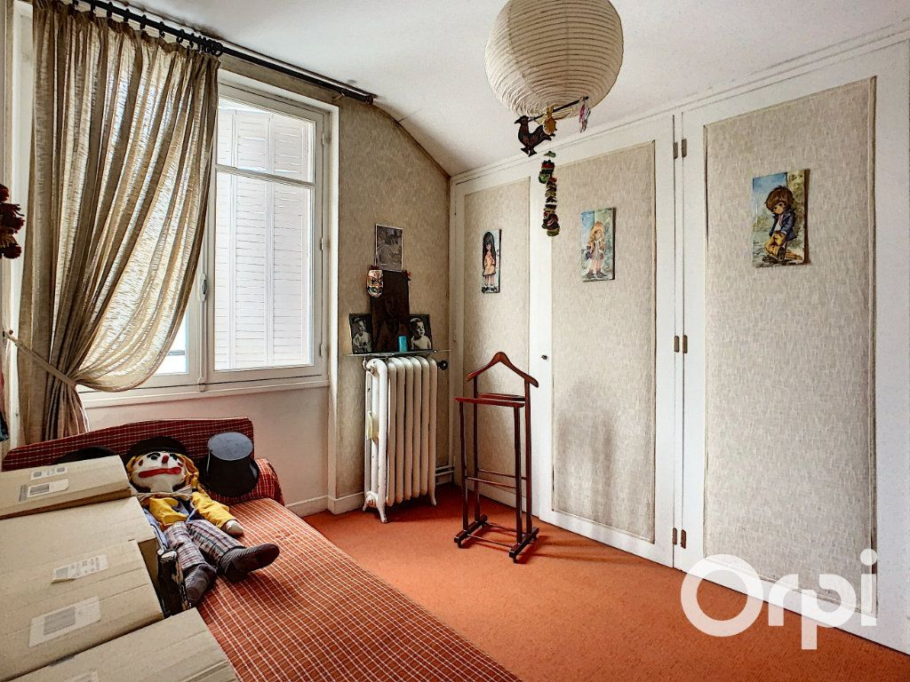 Maison à vendre 8 176.5m2 à Saint-Éloy-les-Mines vignette-11