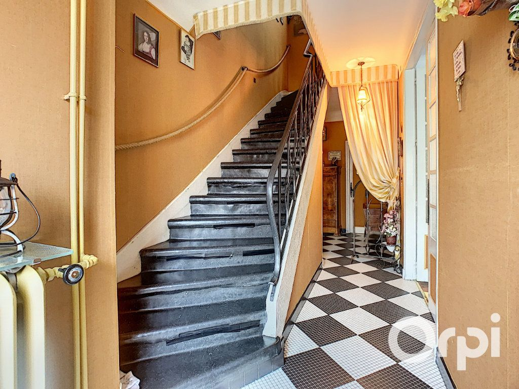 Maison à vendre 8 176.5m2 à Saint-Éloy-les-Mines vignette-13