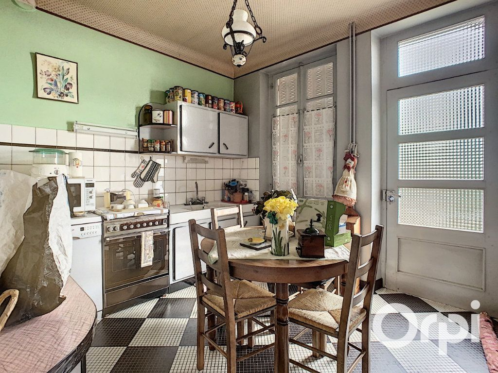 Maison à vendre 8 176.5m2 à Saint-Éloy-les-Mines vignette-15