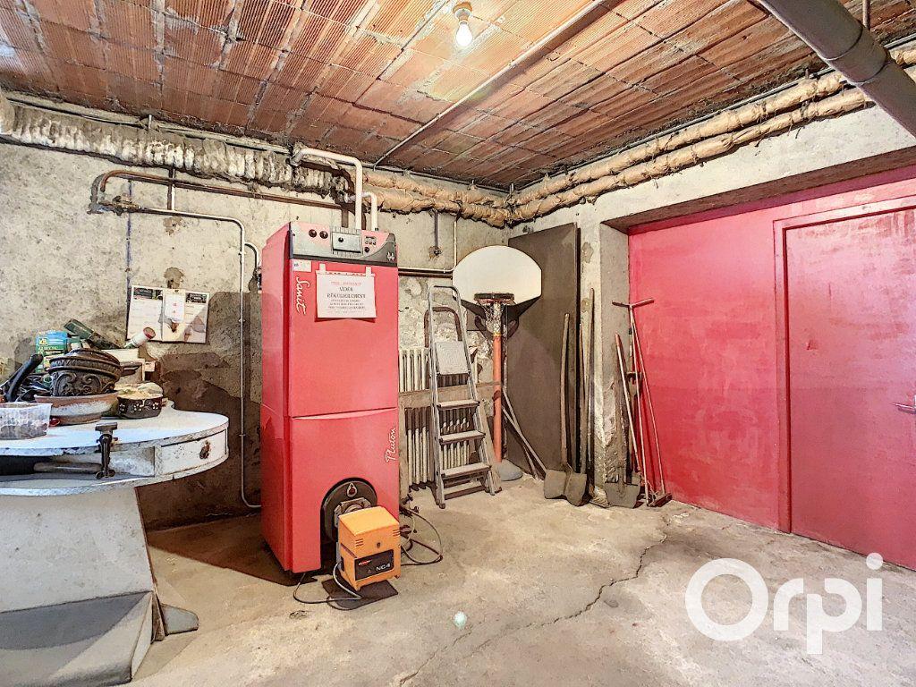 Maison à vendre 8 176.5m2 à Saint-Éloy-les-Mines vignette-18