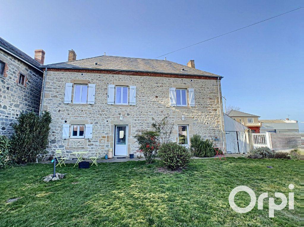 Maison à vendre 6 126m2 à Saint-Priest-des-Champs vignette-1