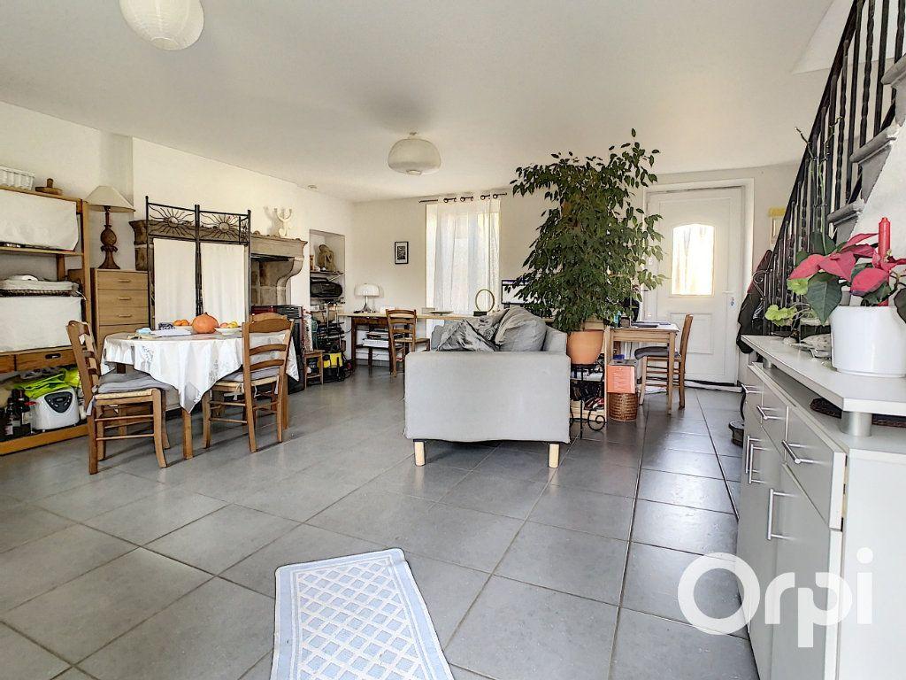 Maison à vendre 6 126m2 à Saint-Priest-des-Champs vignette-2