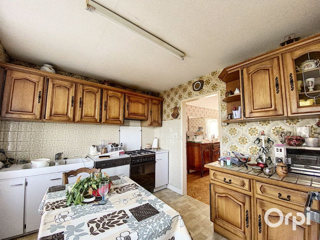 Maison à vendre 3 55m2 à Saint-Éloy-les-Mines vignette-4
