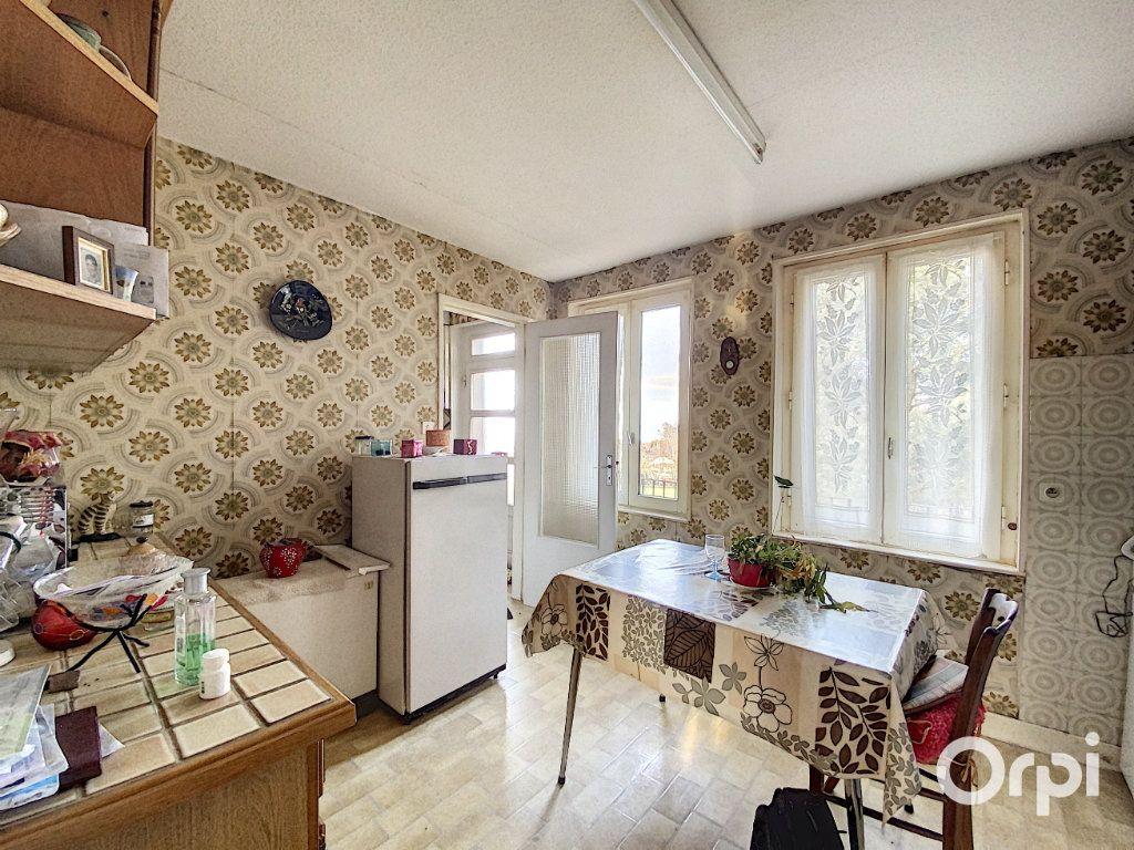 Maison à vendre 3 55m2 à Saint-Éloy-les-Mines vignette-5