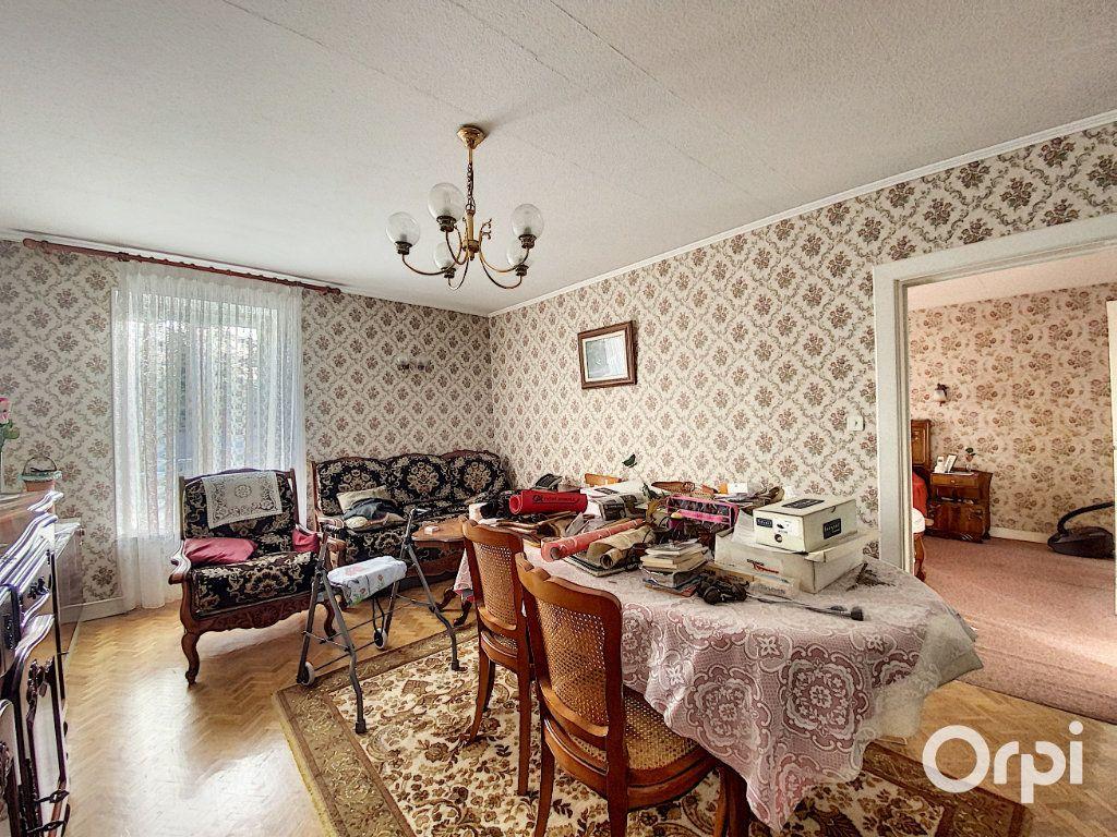 Maison à vendre 3 55m2 à Saint-Éloy-les-Mines vignette-6