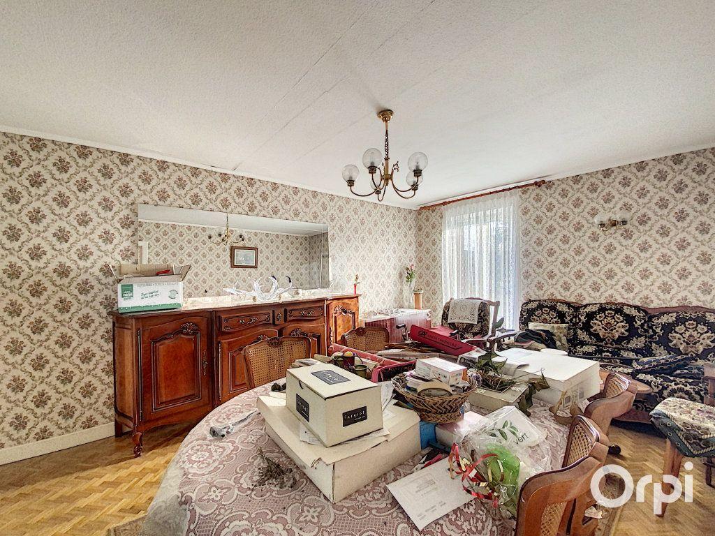 Maison à vendre 3 55m2 à Saint-Éloy-les-Mines vignette-7