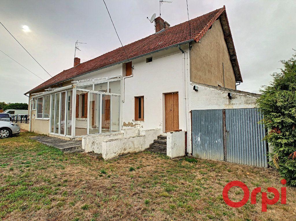 Maison à vendre 5 101m2 à Néris-les-Bains vignette-1