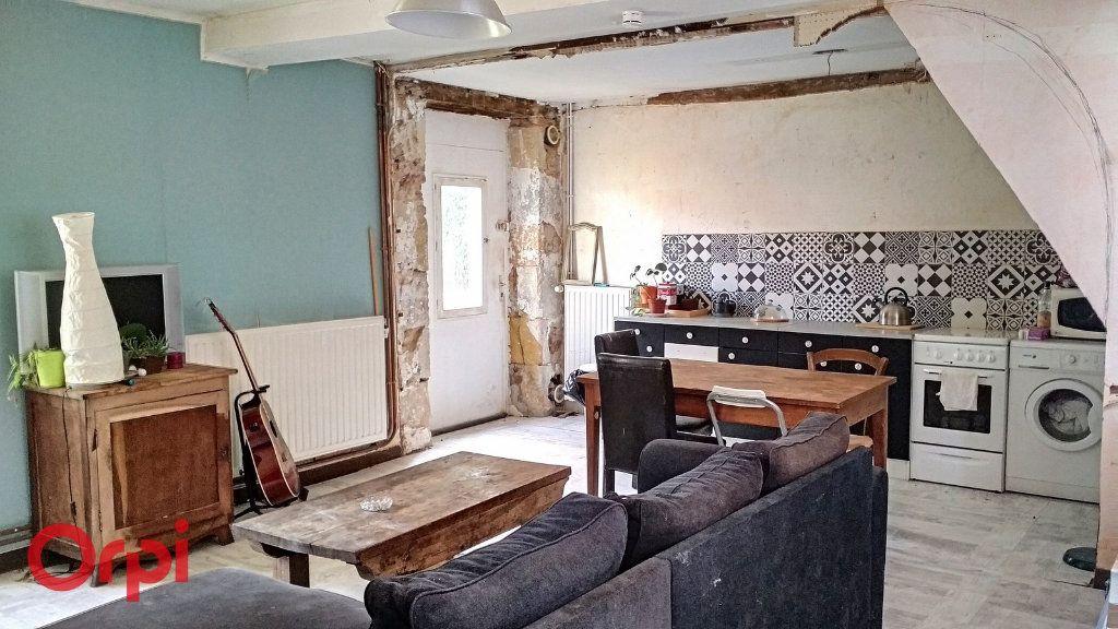 Maison à vendre 4 100m2 à Montmarault vignette-3