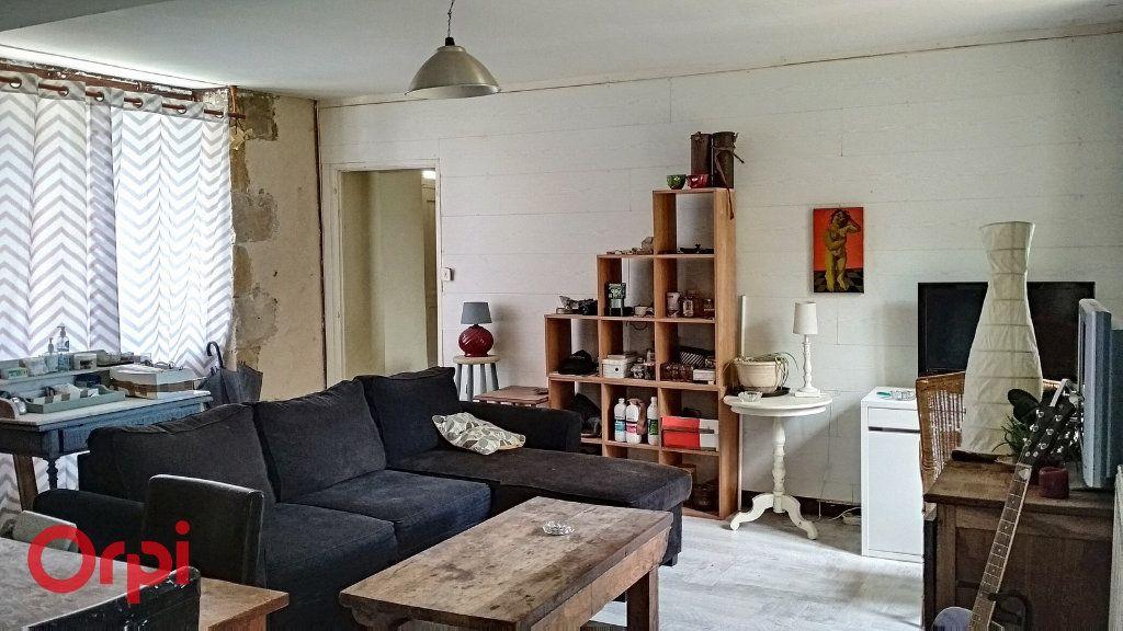 Maison à vendre 4 100m2 à Montmarault vignette-4