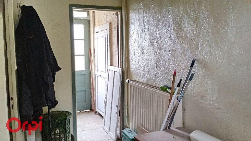 Maison à vendre 4 100m2 à Montmarault vignette-15
