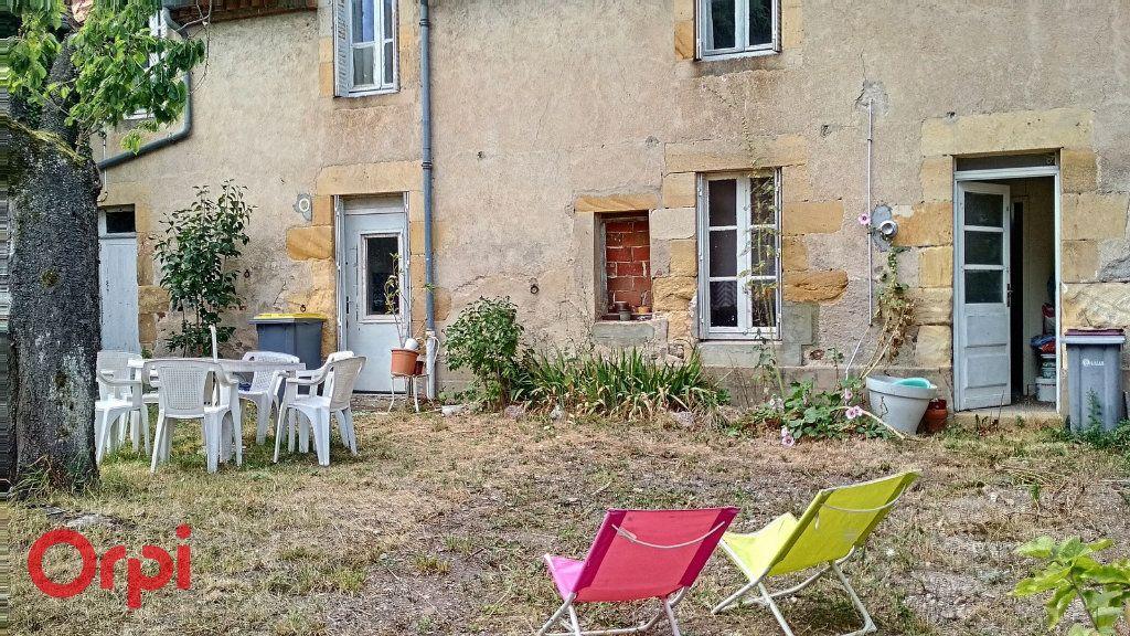 Maison à vendre 4 100m2 à Montmarault vignette-17
