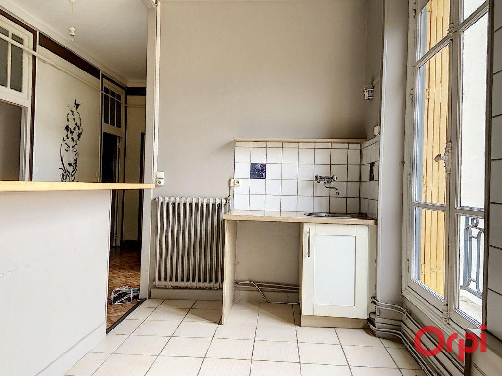 Appartement à vendre 3 82.67m2 à Néris-les-Bains vignette-3