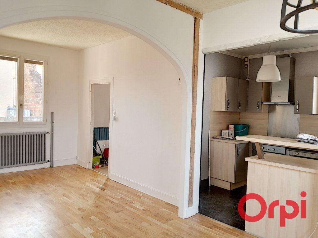 Appartement à vendre 3 61m2 à Montluçon vignette-1