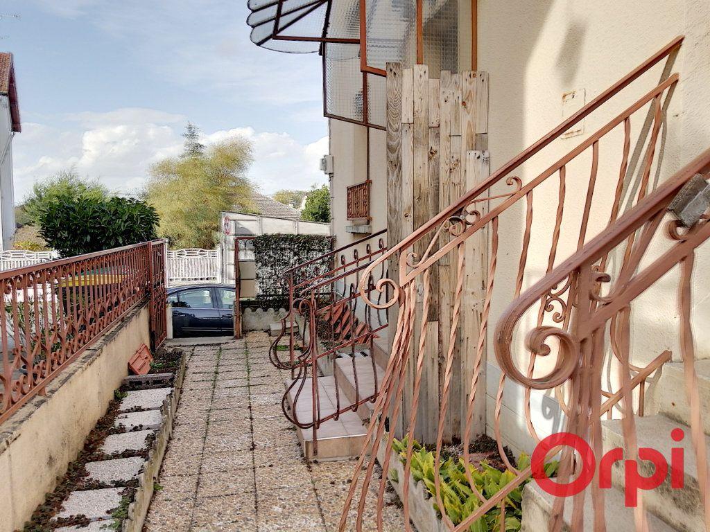 Appartement à vendre 3 61m2 à Montluçon vignette-2