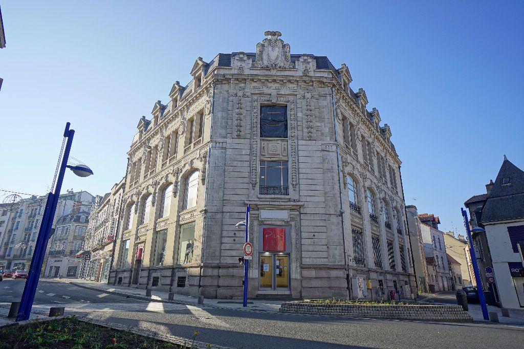 Immeuble à vendre 0 1611m2 à Montluçon vignette-1