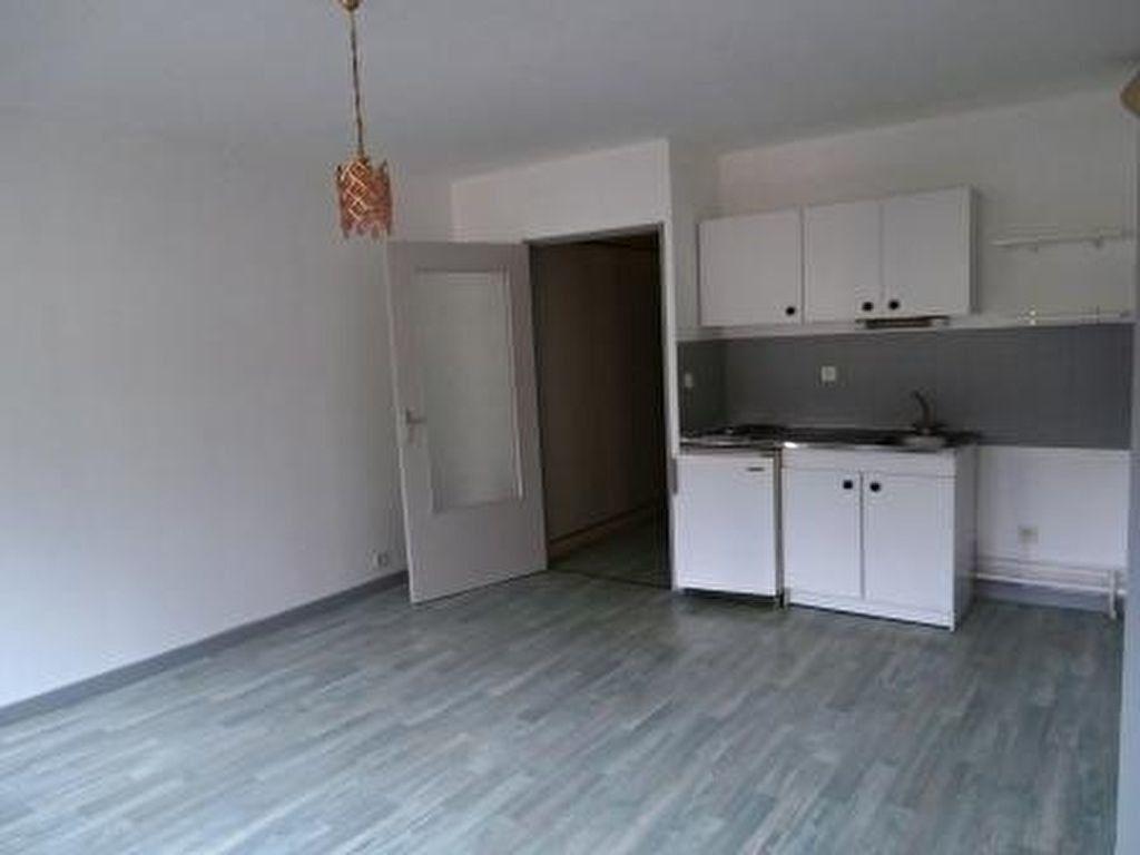 Appartement à vendre 2 37m2 à Montluçon vignette-1