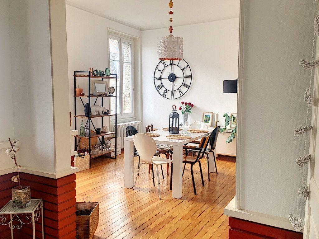 Appartement à vendre 5 110m2 à Montluçon vignette-1